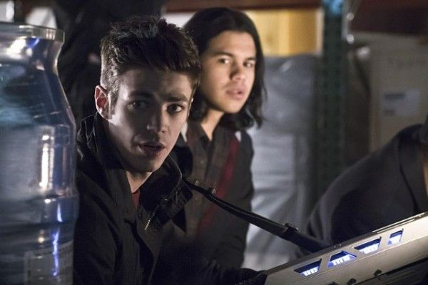 the-flash-image-grant-gustin-carlos-valdes-back-to-normal