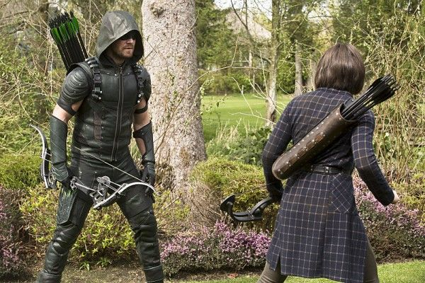 arrow-image-lost-in-the-flood-stephen-amell-willa-holland