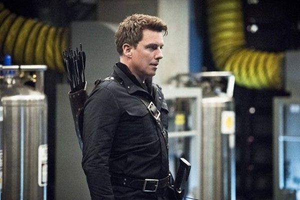 john-barrowman-the-flash-arrow-legends-of-tomorrow-supergirl