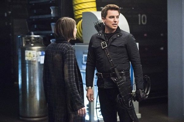 arrow-monument-point-image-willa-holland-john-barrowman