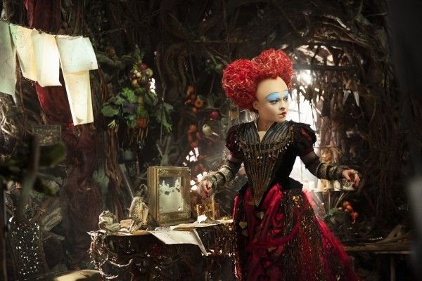 helena-bonham-carter-alice-through-the-looking-glass