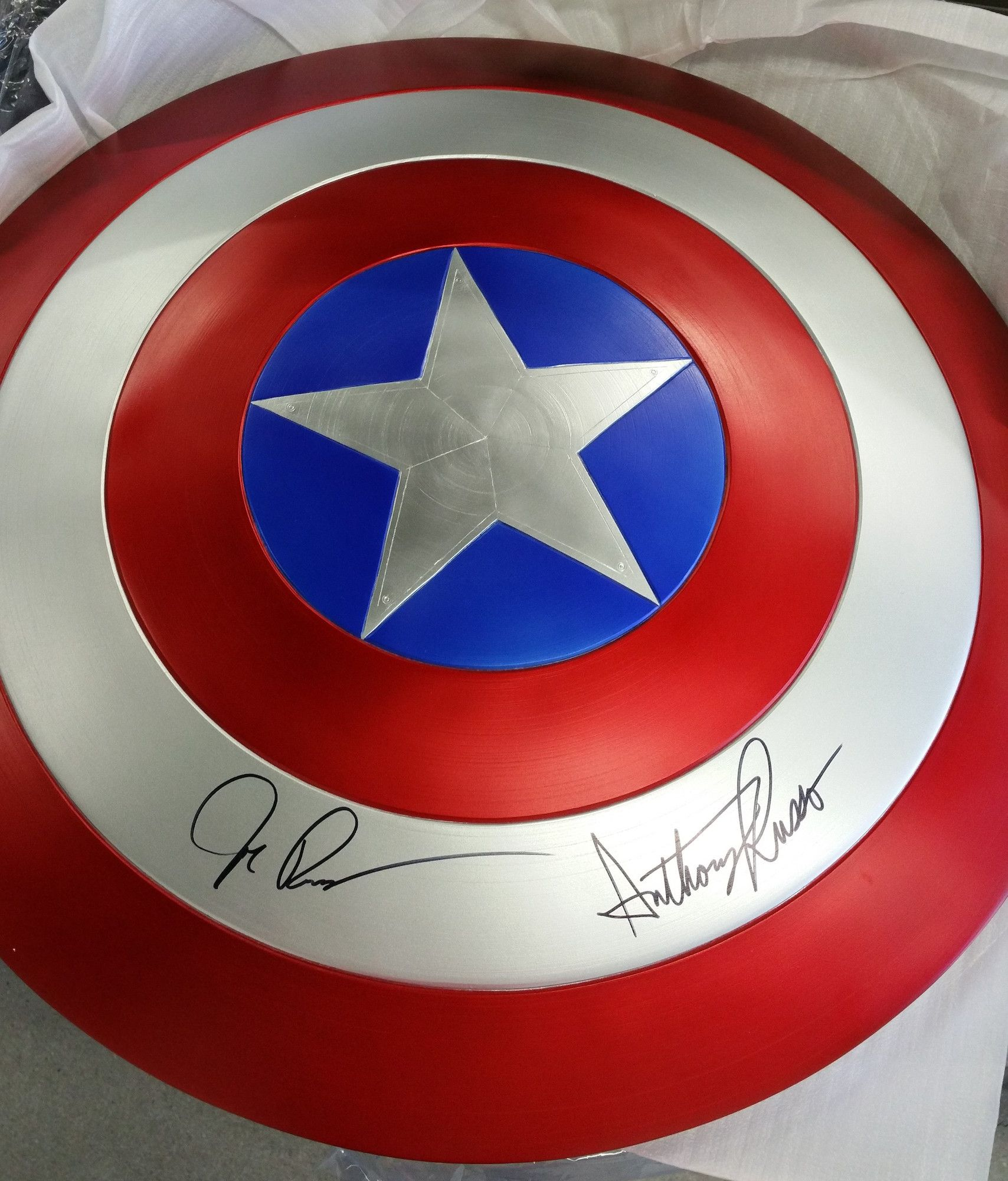 joe-anthony-russo-captain-america-civil-war-shield-