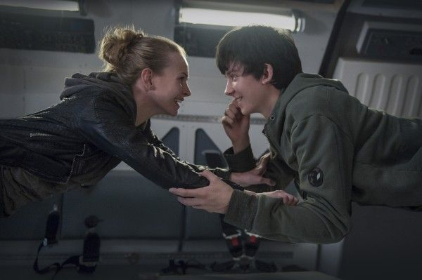 the-space-between-us-asa-butterfield-britt-robertson
