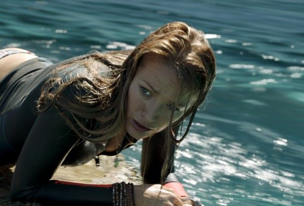 blake-lively-the-shallows-rock