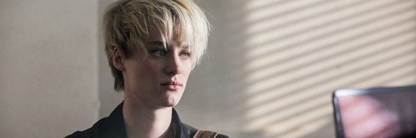 mackenzie-davis-happiest-season