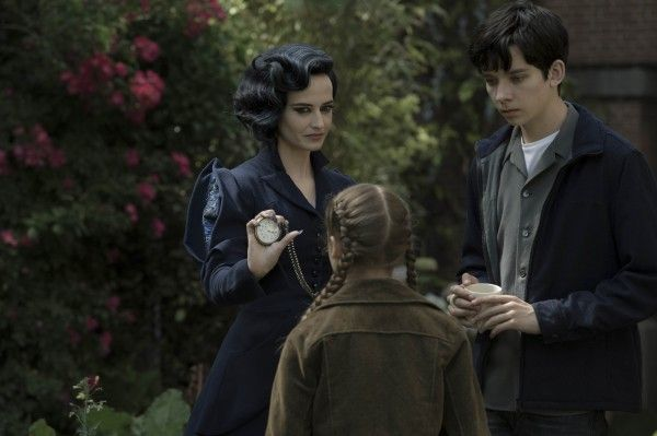 miss-peregrines-home-for-peculiar-children-eva-green-asa-butterfield