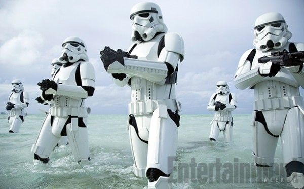 rogue-one-a-star-wars-story-stormtroopers-beach-1