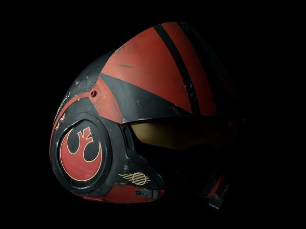 star-wars-prop-replica-poe-dameron-helmet-1