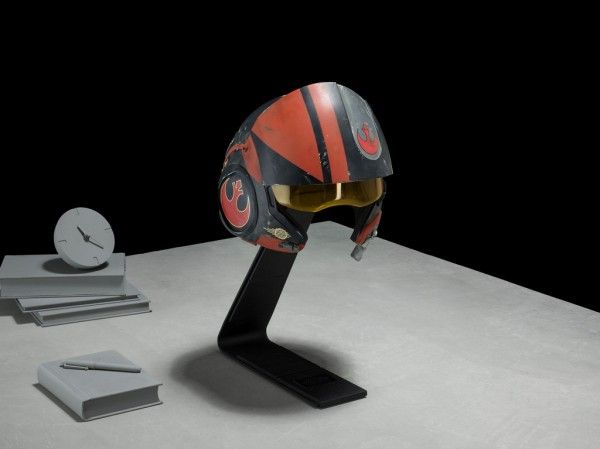 star-wars-prop-replica-poe-dameron-helmet