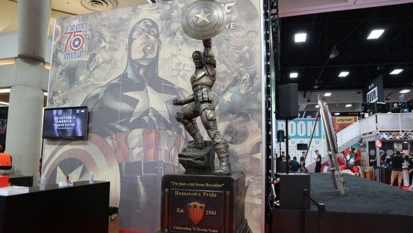 captain america statue comic con (1)