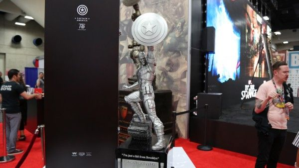 captain america statue comic con (3)