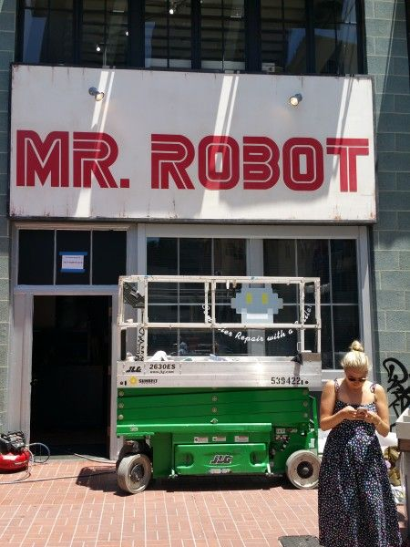 comic-con-2016-mr-robot-banner-1