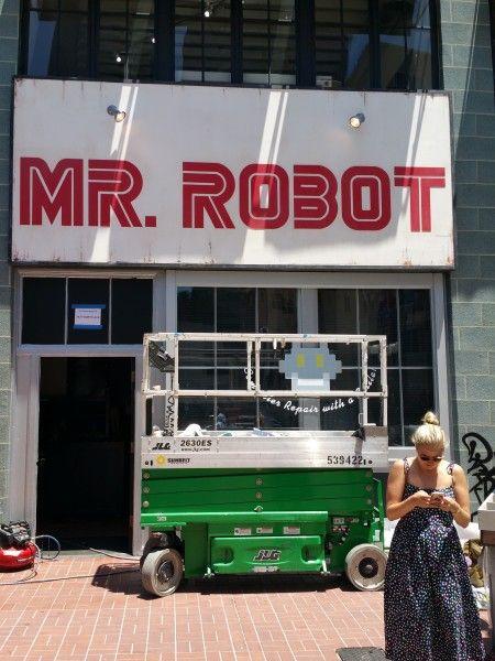 comic-con-2016-mr-robot-banner-1