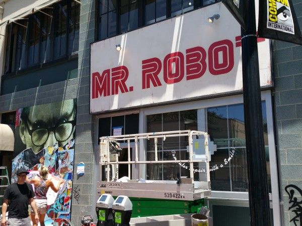 comic-con-2016-mr-robot-banner-2