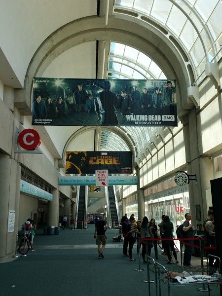 comic-con-2016-the-walking-dead-season-7-banner-2