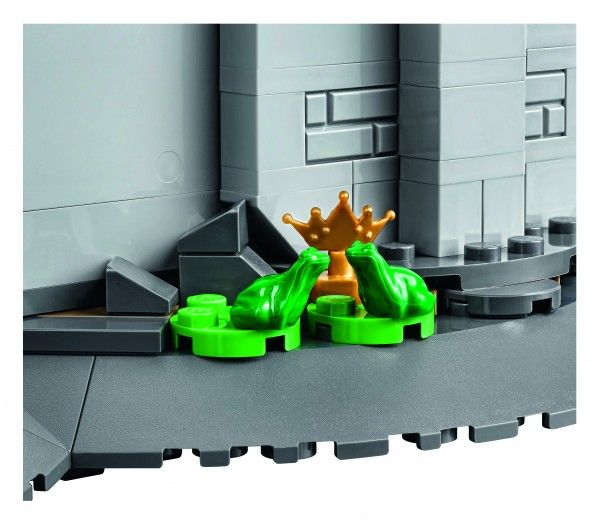 lego-disney-castle-detail-1