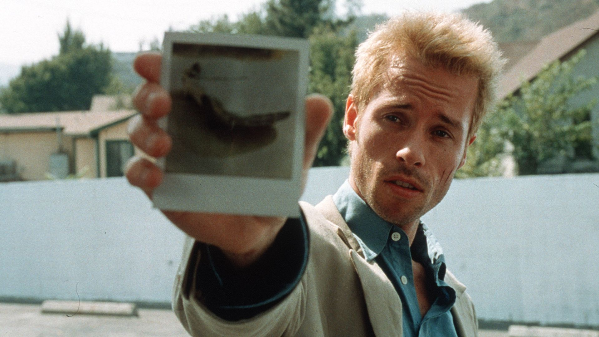 Memento Explained: Christopher Nolan's First Time Inversion | Collider