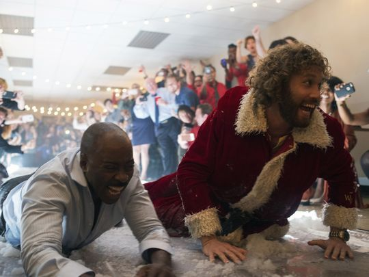 office-christmas-party-tj-miller-courtney-vance