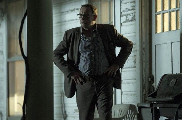 outcast-philip-glenister-01