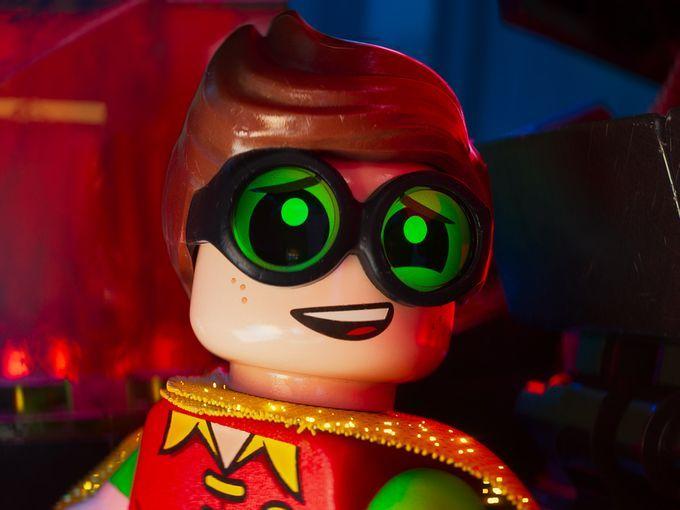 Comic-Con 2016: New LEGO Batman Movie Images Reveal Joker, Robin