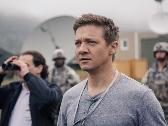 First look at Amy Adams and Jeremy Renner in Arrival