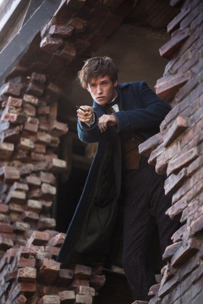 fantastic-beasts-and-where-to-find-them-eddie-redmayne-2
