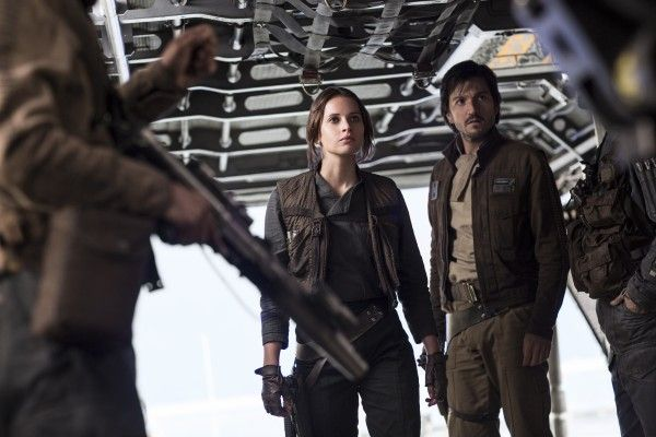 rogue-one-a-star-wars-story-felicity-jones-diego-luna