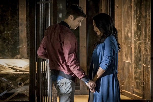 the-flash-season-3-premiere-image-candice-patton-grant-gustin
