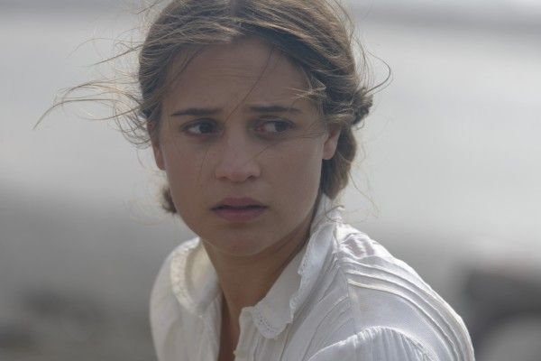 the-light-between-oceans-alicia-vikander