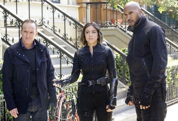 agents-of-shield-season-4-chloe-bennet-clark-gregg-henry-simmons