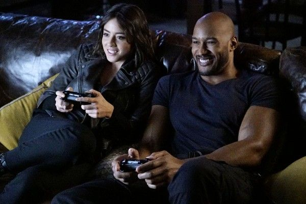 agents-of-shield-season-4-chloe-bennet-henry-simmons