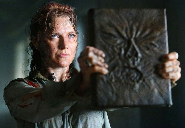 ash-vs-evil-dead-lucy-lawless-02