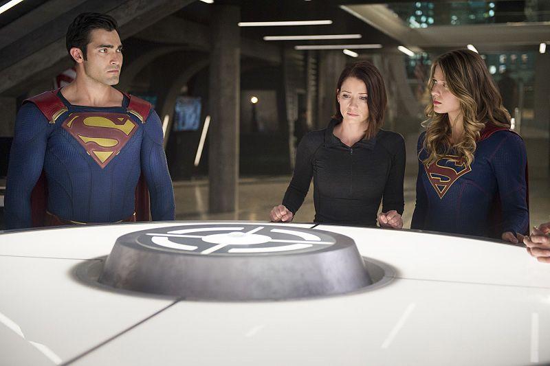 Supergirl Season 2 Will Set Up Tension Between Kara's Two Families