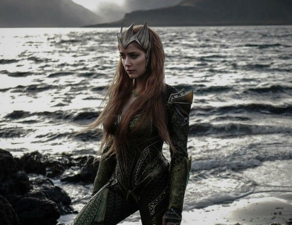 justice-league-mera-social