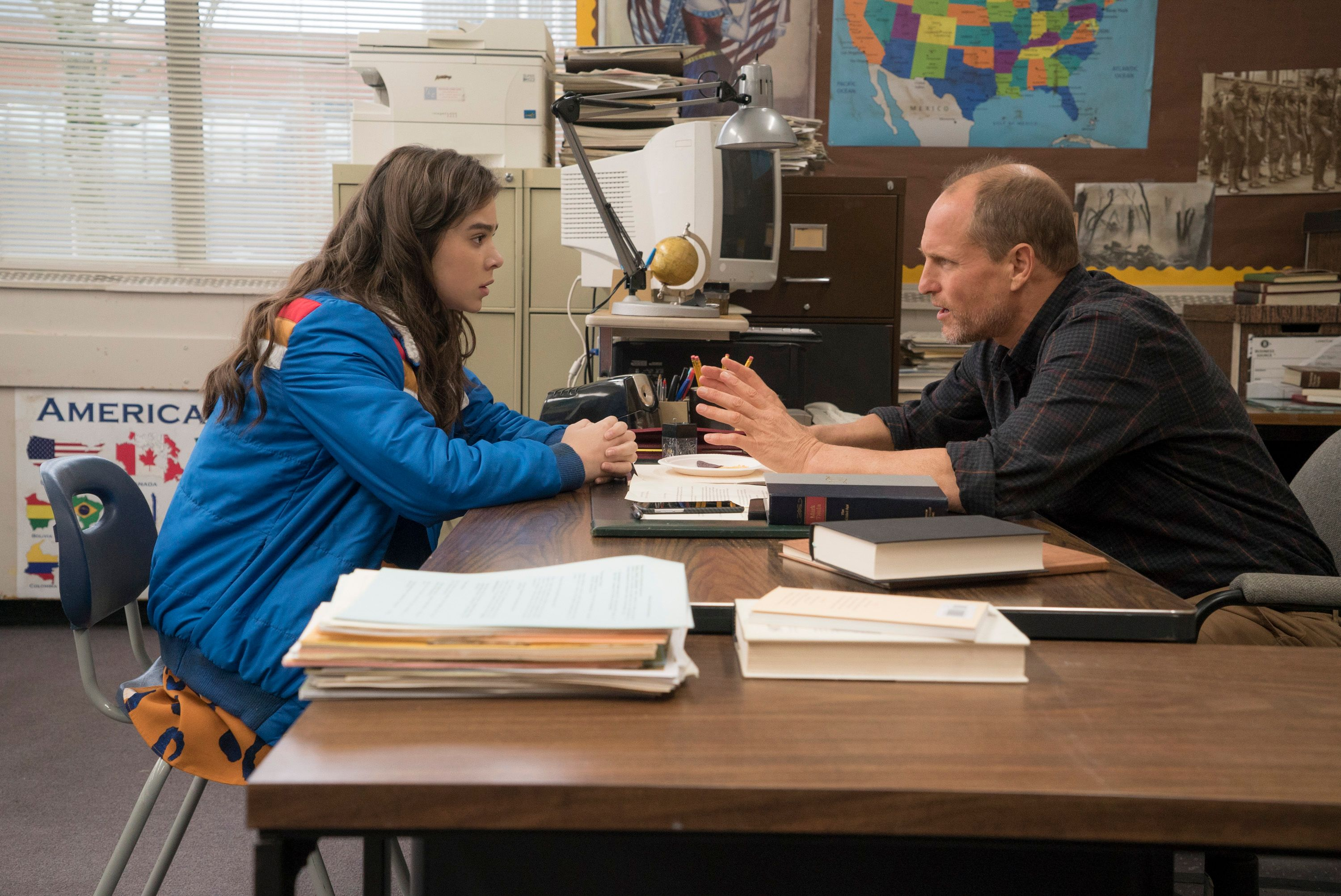 Edge of Seventeen Red-Band Trailer: Hailee Steinfeld Sends NSFW Texts |  Collider