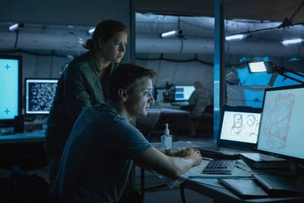 arrival-image-amy-adams-jeremy-renner