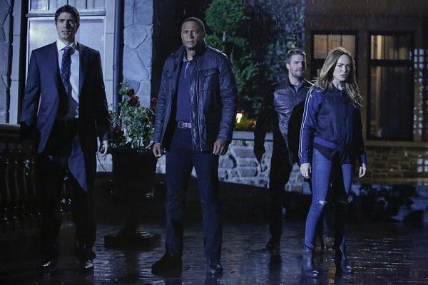 arrow-season-5-invasion-crossover-images-5