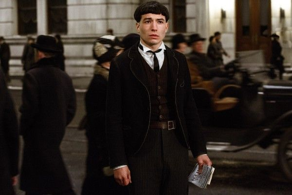 fantastic-beasts-and-where-to-find-them-ezra-miller-social