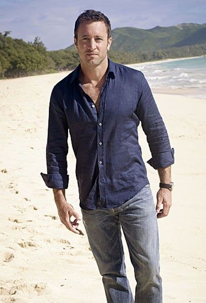 hawaii-alex-o'loughlin-02