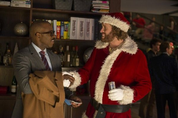 office-christmas-party-tj-miller-courtney-b-vance