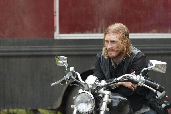 the-walking-dead-season-7-the-cell-image-1