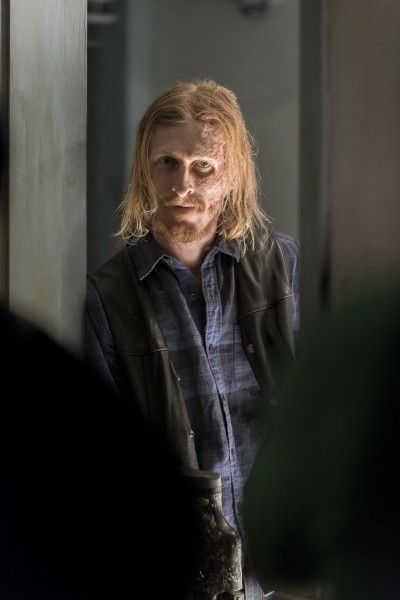 the-walking-dead-season-7-the-cell-image-2
