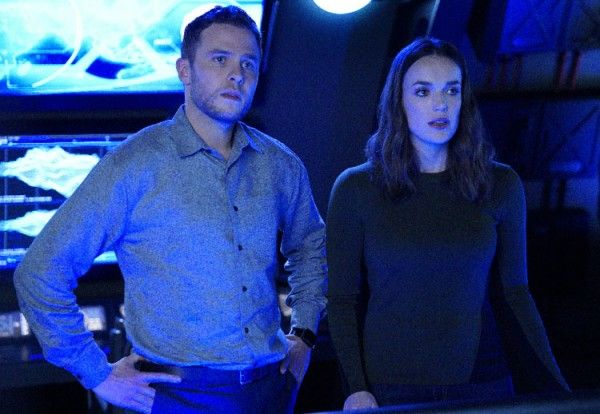 agents-of-shield-ian-de-caestecker-elizabeth-henstridge