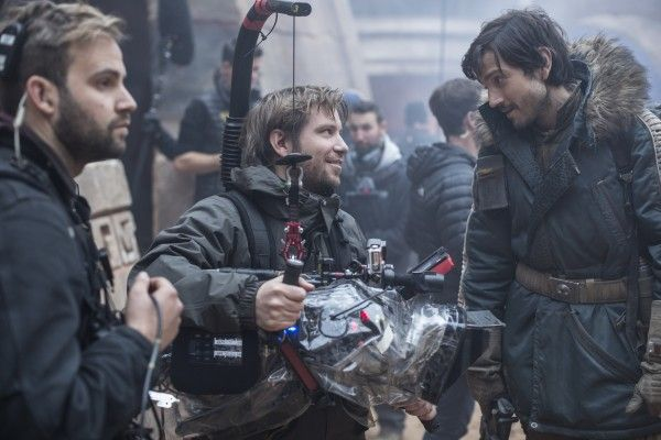 rogue-one-set-image-gareth-edwards-diego-luna