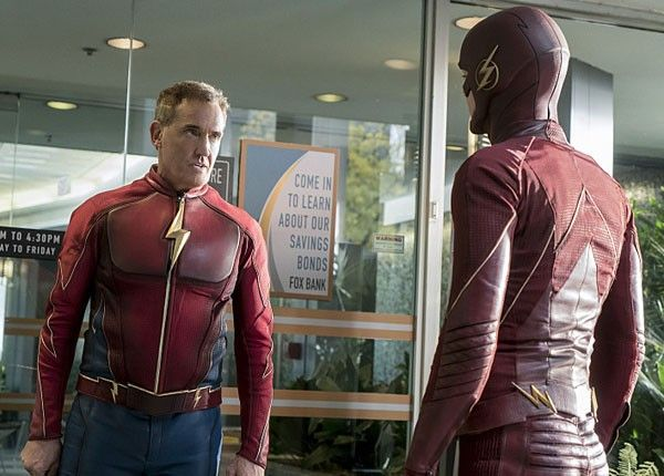 the-flash-season-3-john-wesley-shipp-grant-gustin-02