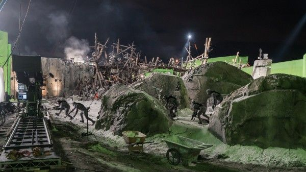 war-for-the-planet-of-the-apes-set-image-2