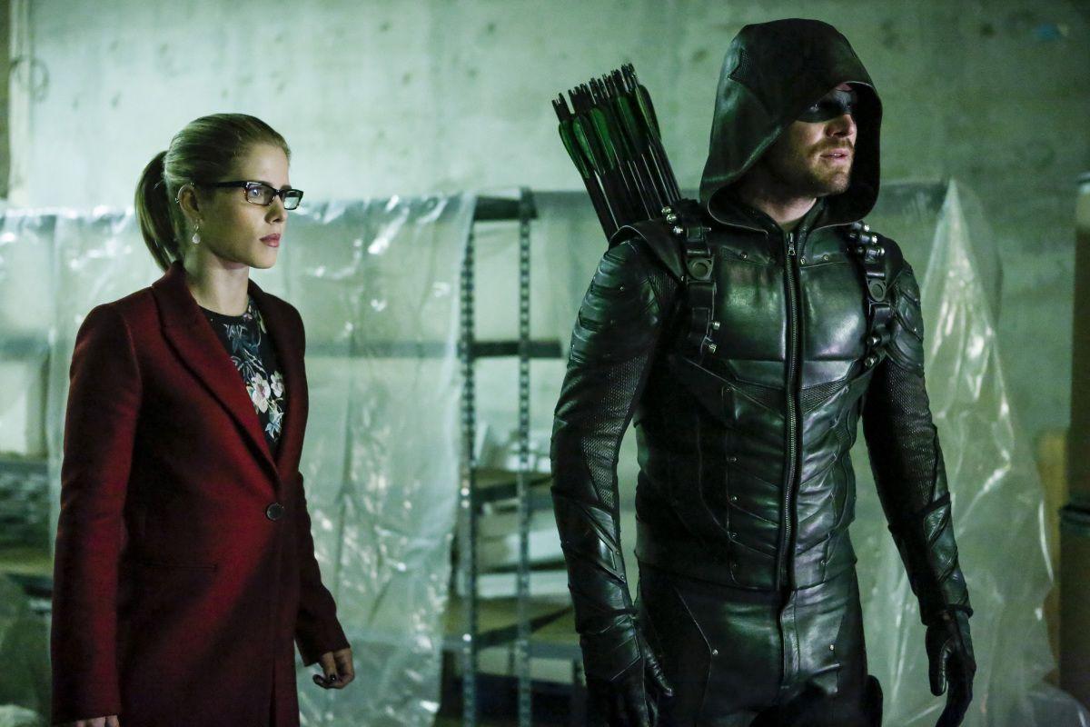 Arrow Producer Teases Felicity's Dark Turn in Season 5