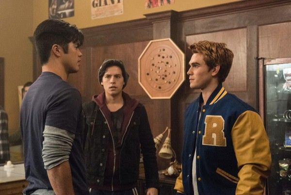 riverdale-evil-touch-image-7