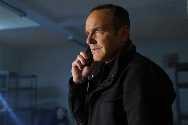 agents-of-shield-season-4-the-man-behind-the-shield-image-7
