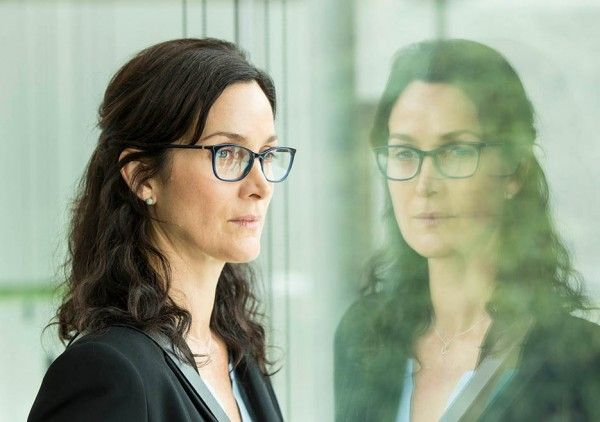 humans-season-2-carrie-ann-moss-image